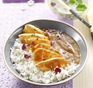 Poulet à la japonaise avec son riz et sa sauce curry