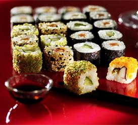 Petits sushis et maki avec sa sauce teriyaki