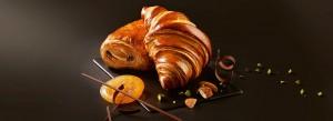 Pain au chocolat et croissant dorés