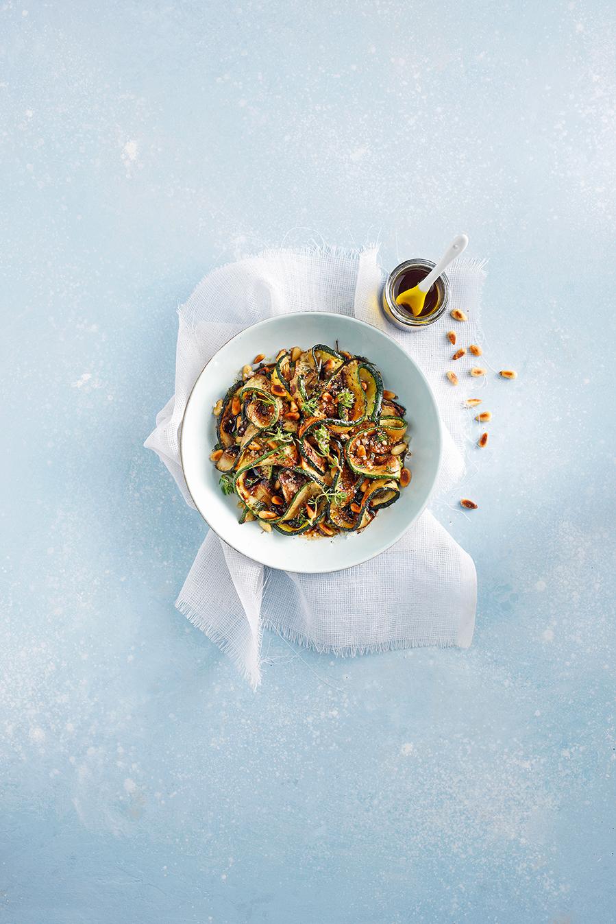 Courgettes-grillées-aux-pignons-et-vinaigre-balsamique